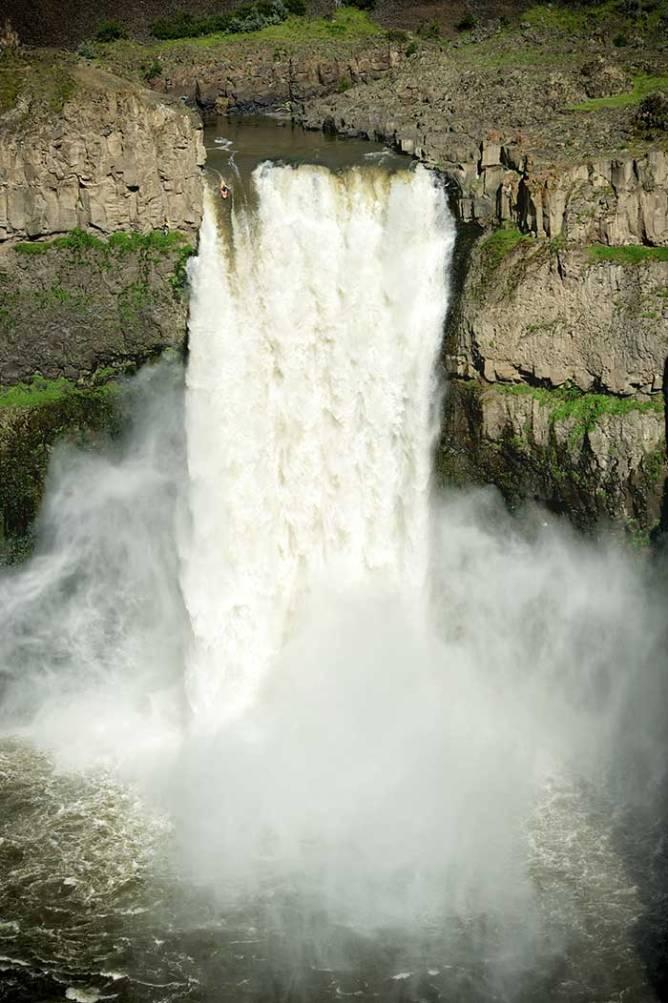 kayak drop waterfall
