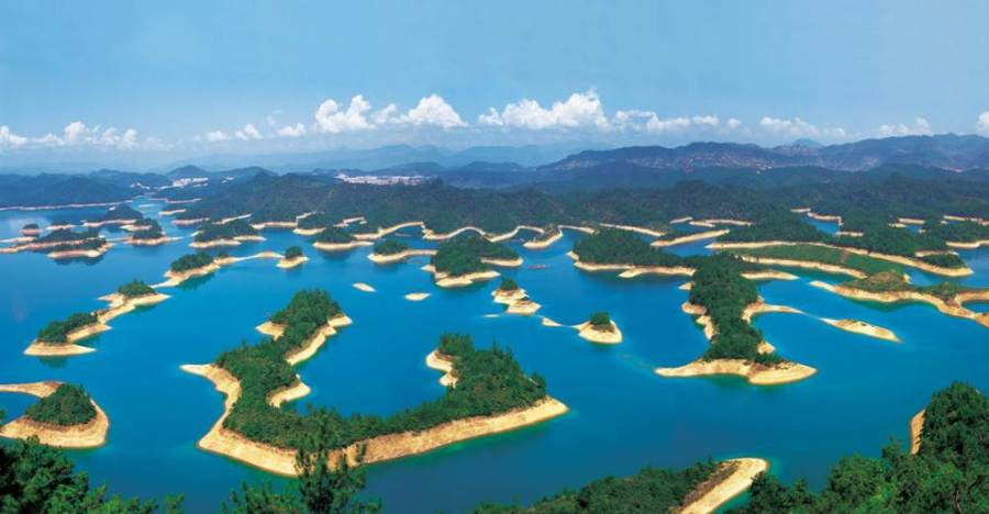 Thousand Island Lake in China