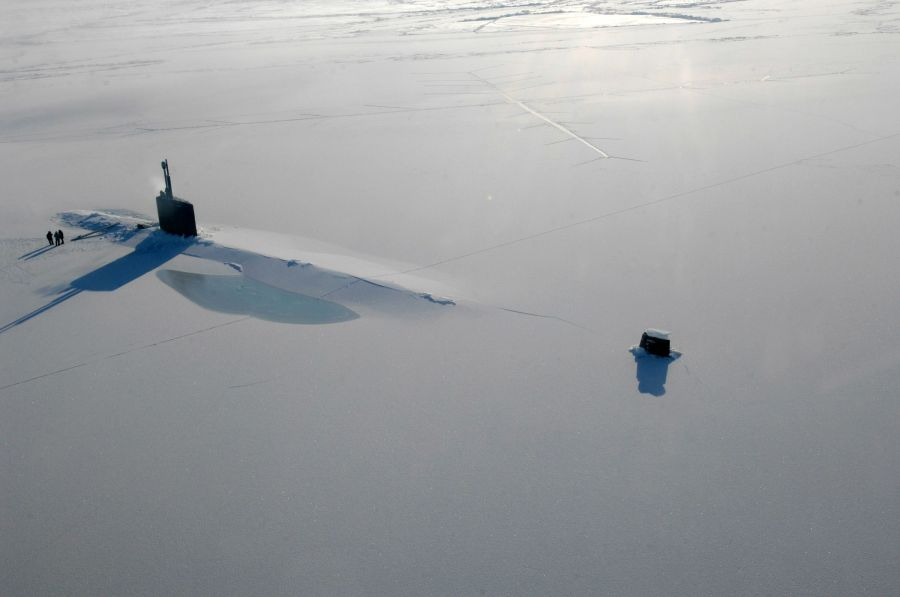 Submarine emerges in the North Pole